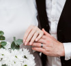 Пара обручок «БІЛА ТА ЧОРНА ГІЛКИ» з каменем (7 та 7 мм)