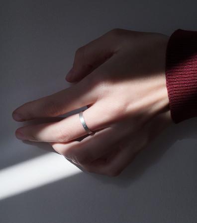 Каблучка «СИМПЛ» брашована з білим фианитом (3 мм)