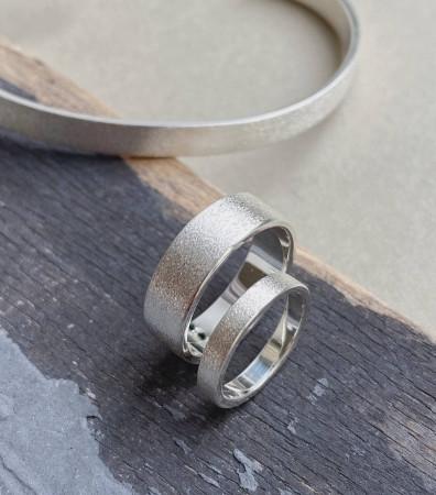 Пара обручок «СИМПЛ» брашовані (4 і 8 мм)