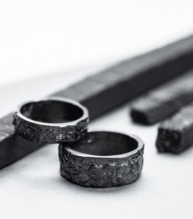 Пара обручок «ДУБОВА КОРА» з чорнінням (з рівними краями; 5 та 10 мм)