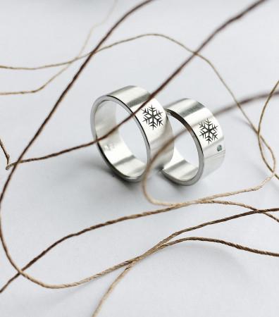 Пара обручок «СНІЖИНКА» з каменем (8 та 8 мм)