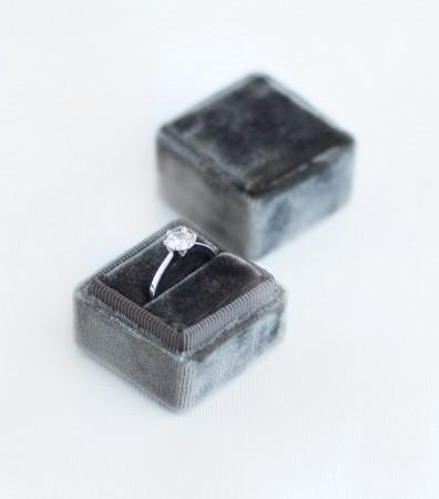 Оксамитова коробочка (для однієї каблучки) графітова